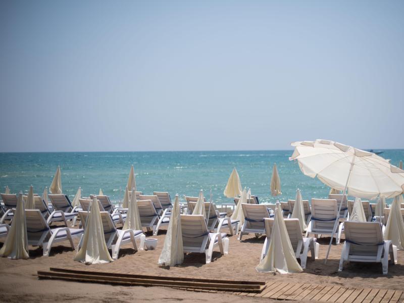 Bild zu Leerer Strand in Antalya
