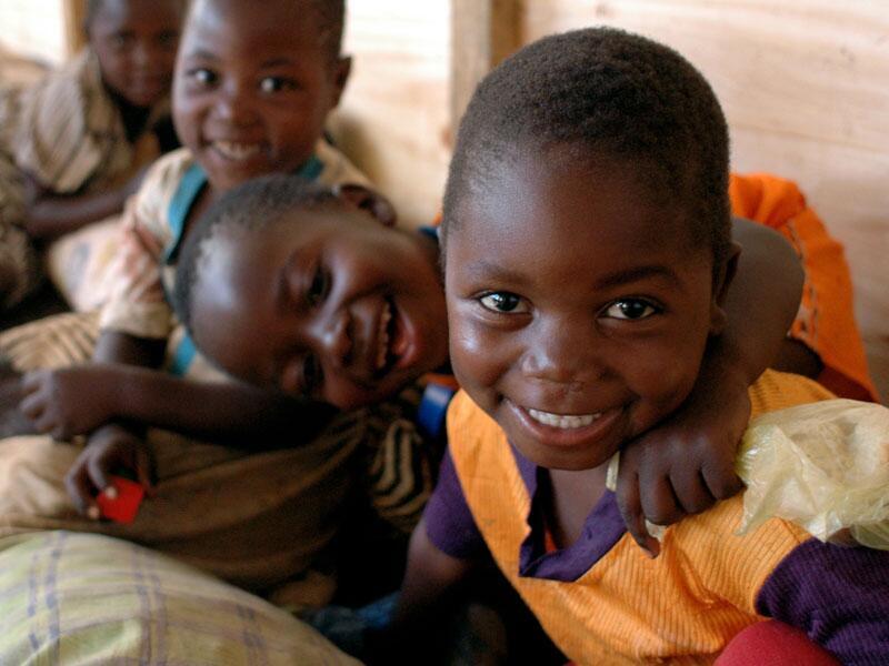 Bild zu Lachende Kinder in Malawi