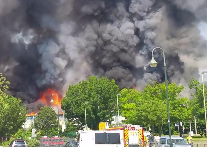Bild zu Feuer, Düsseldorf, Flüchtlinge