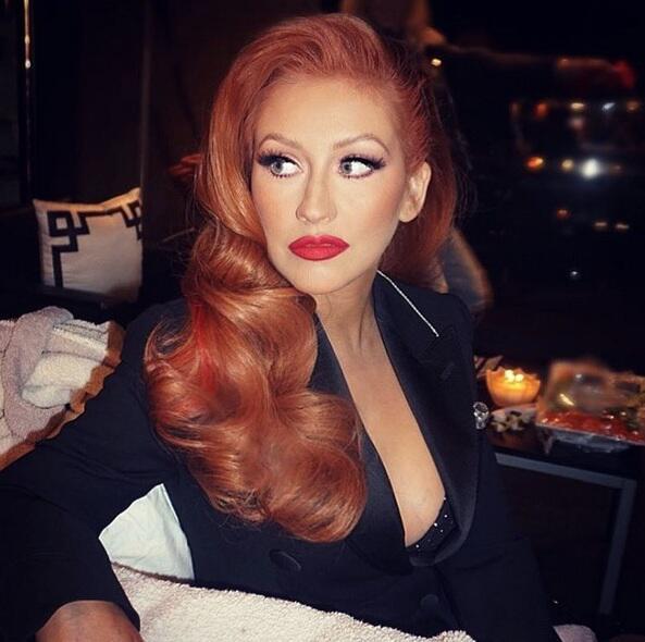 Bild zu Christina Aguilera mit roten Haaren