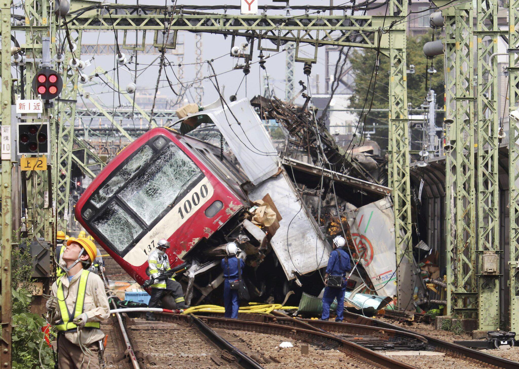 Japan: 35 Verletzte bei Zugunglück - mit Lkw zusammen gestoßen