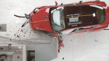 Bild zu Crashtest, IIHS, Insurance Institute for Highway Safety, Tesla, USA