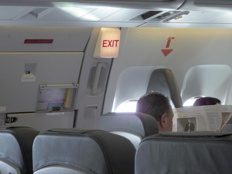 Bild zu Notausgang im Flugzeug