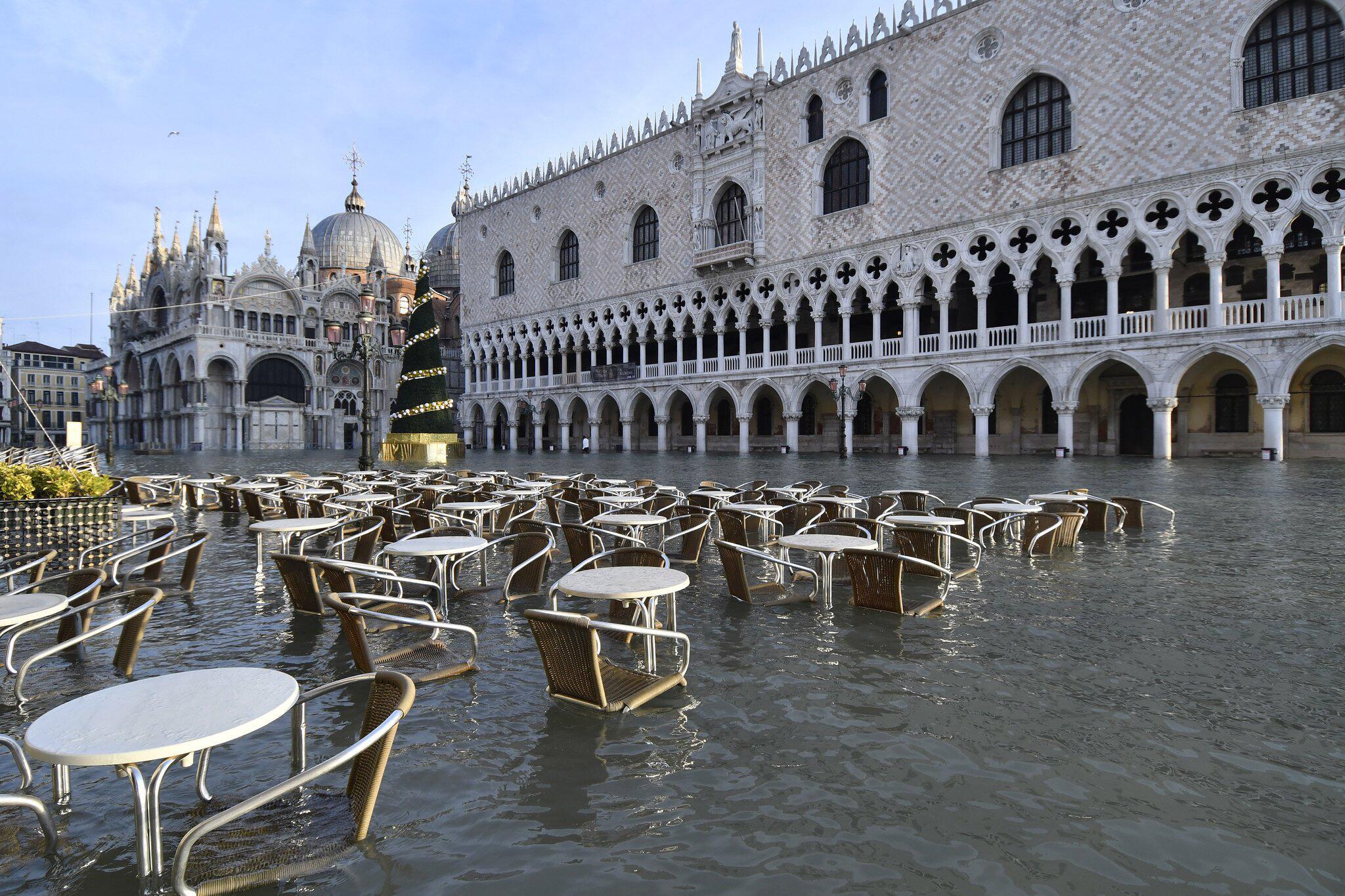 Bild zu Hochwasser in Venedig