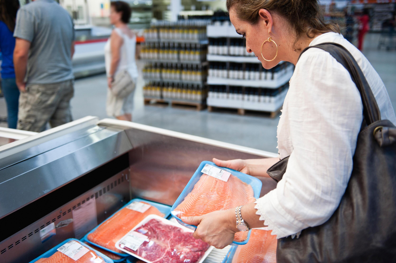 Bild zu Beim Fischkaufen sollten Verbraucher aufpassen.