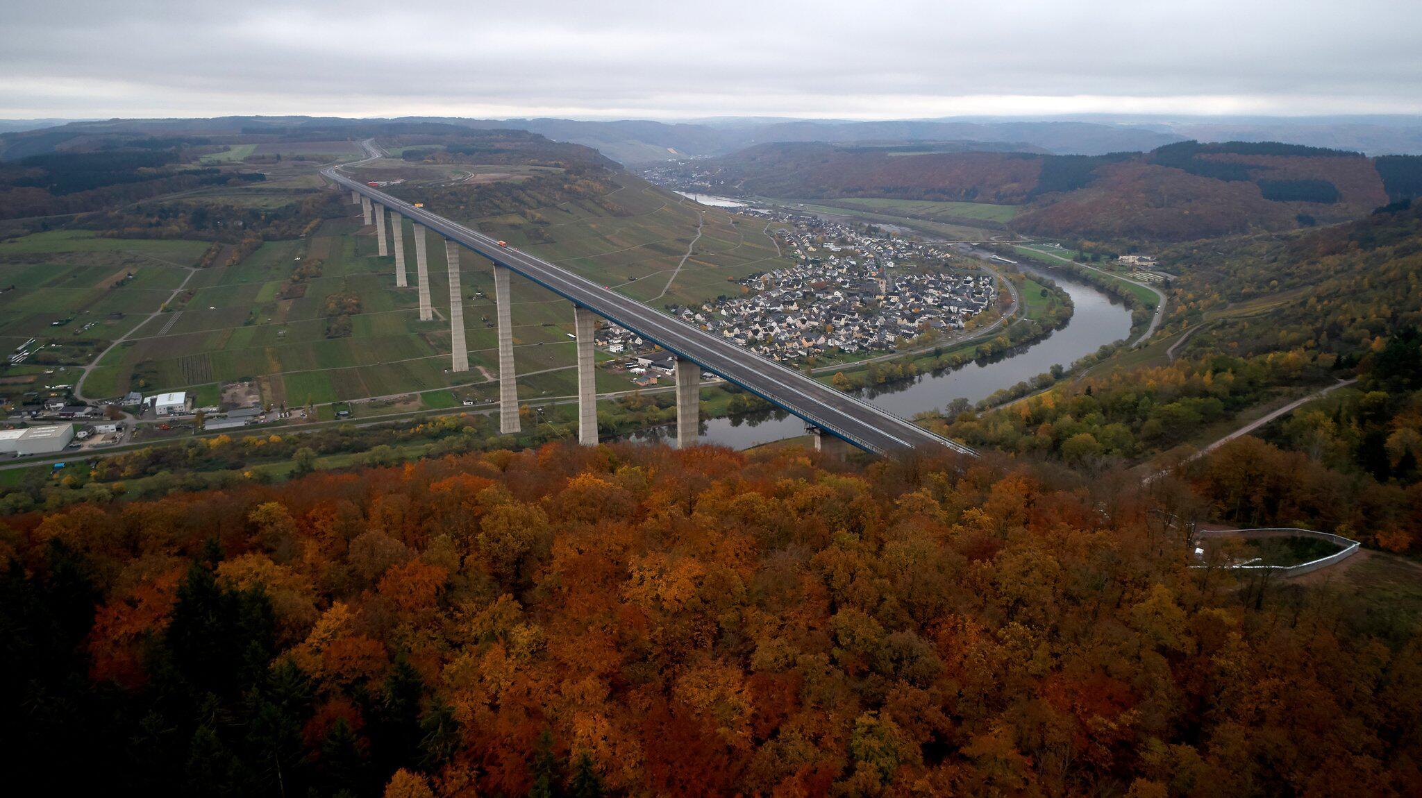 Bild zu Hochmoselbrücke, Hochmosel, Zeltingen, Rachtig, Rheinland-Pfalz