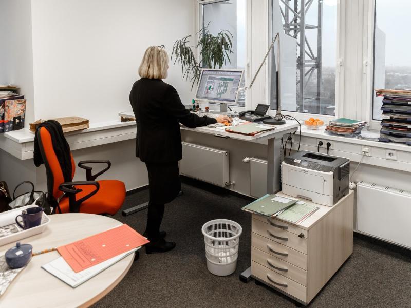 Bild zu Steharbeitsplatz in Büro