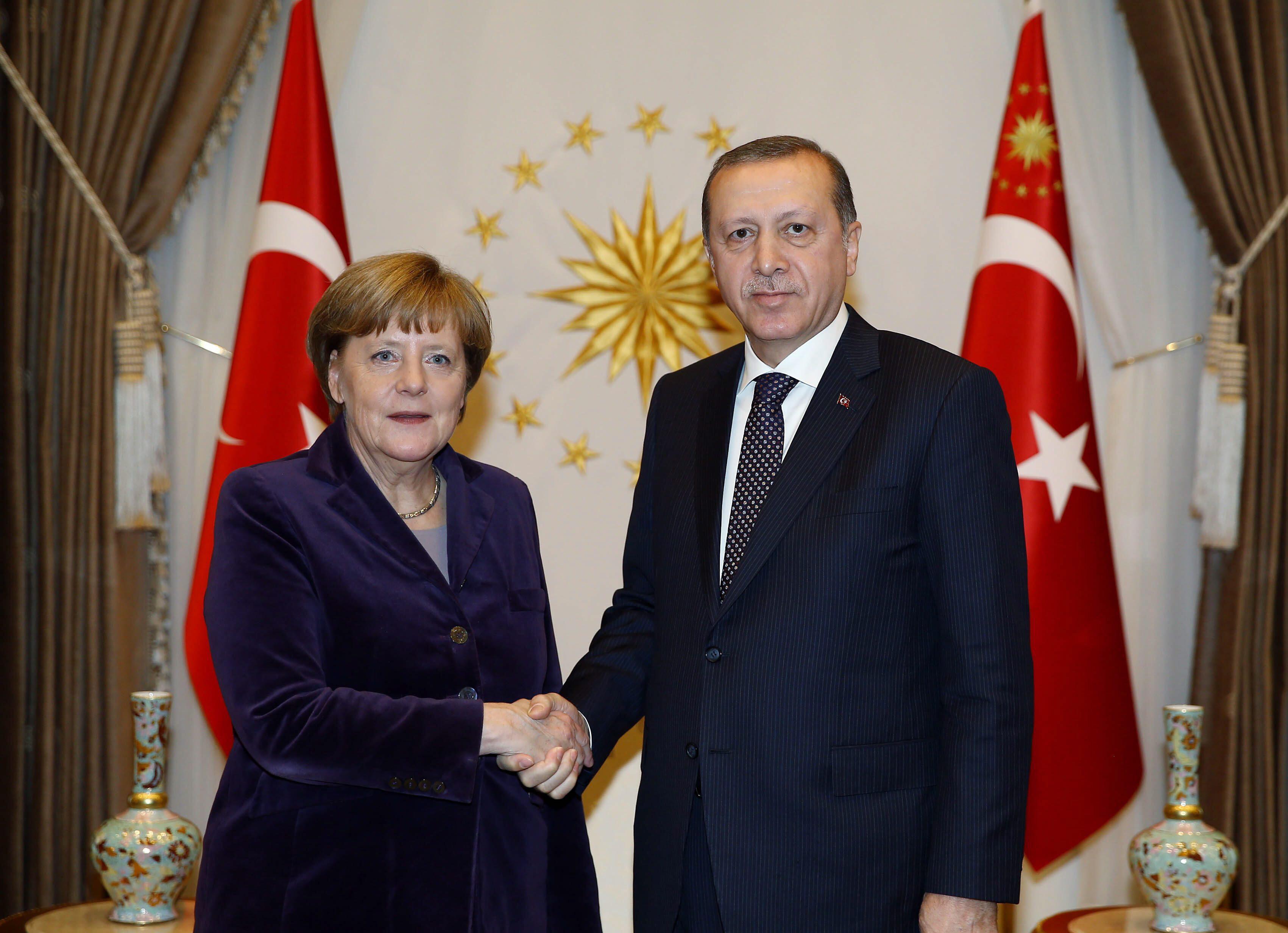Bild zu Angela Merkel und Ahmet Davutoglu