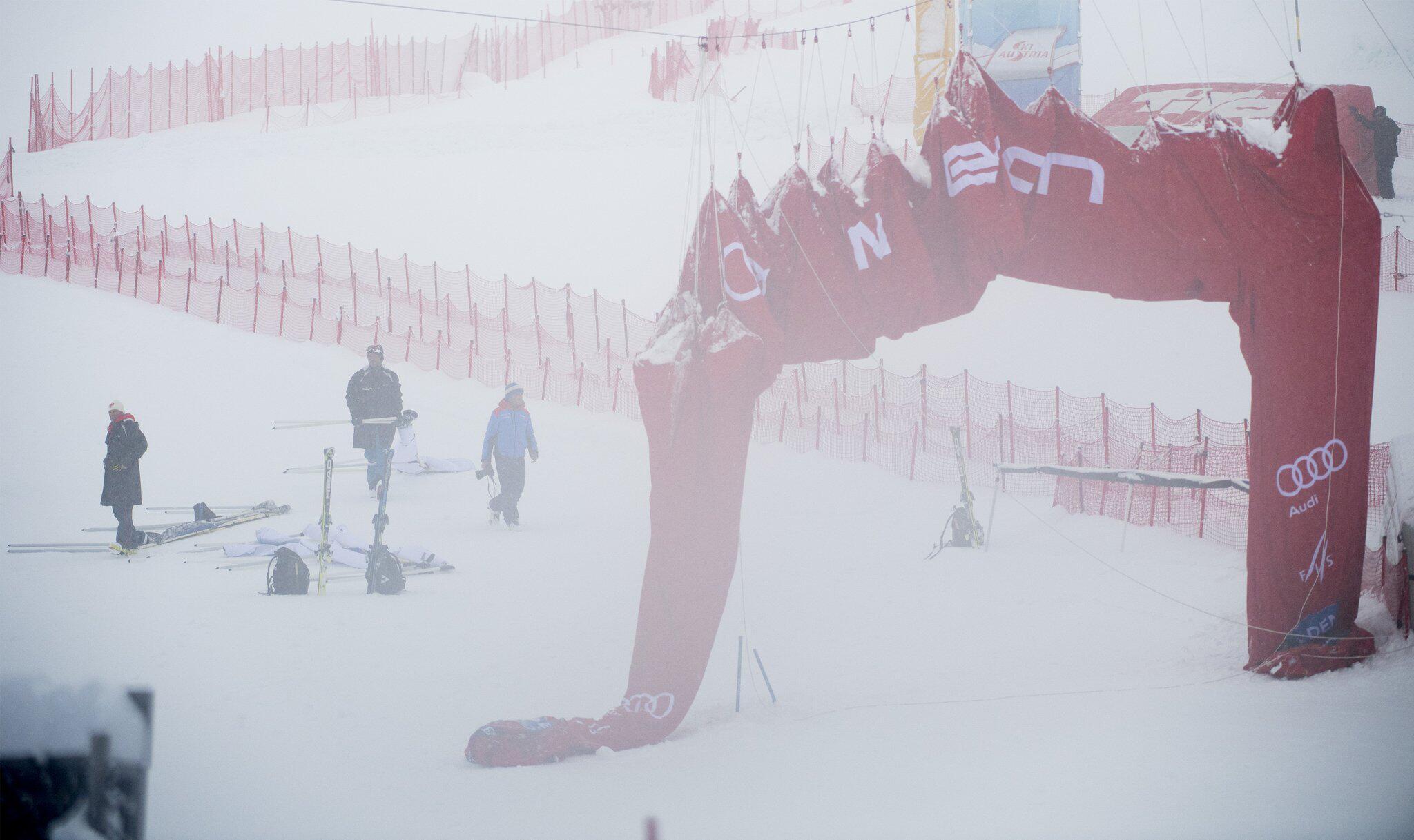 Bild zu Weltcup Riesenslalom - Auftakt in Sölden abgesagt