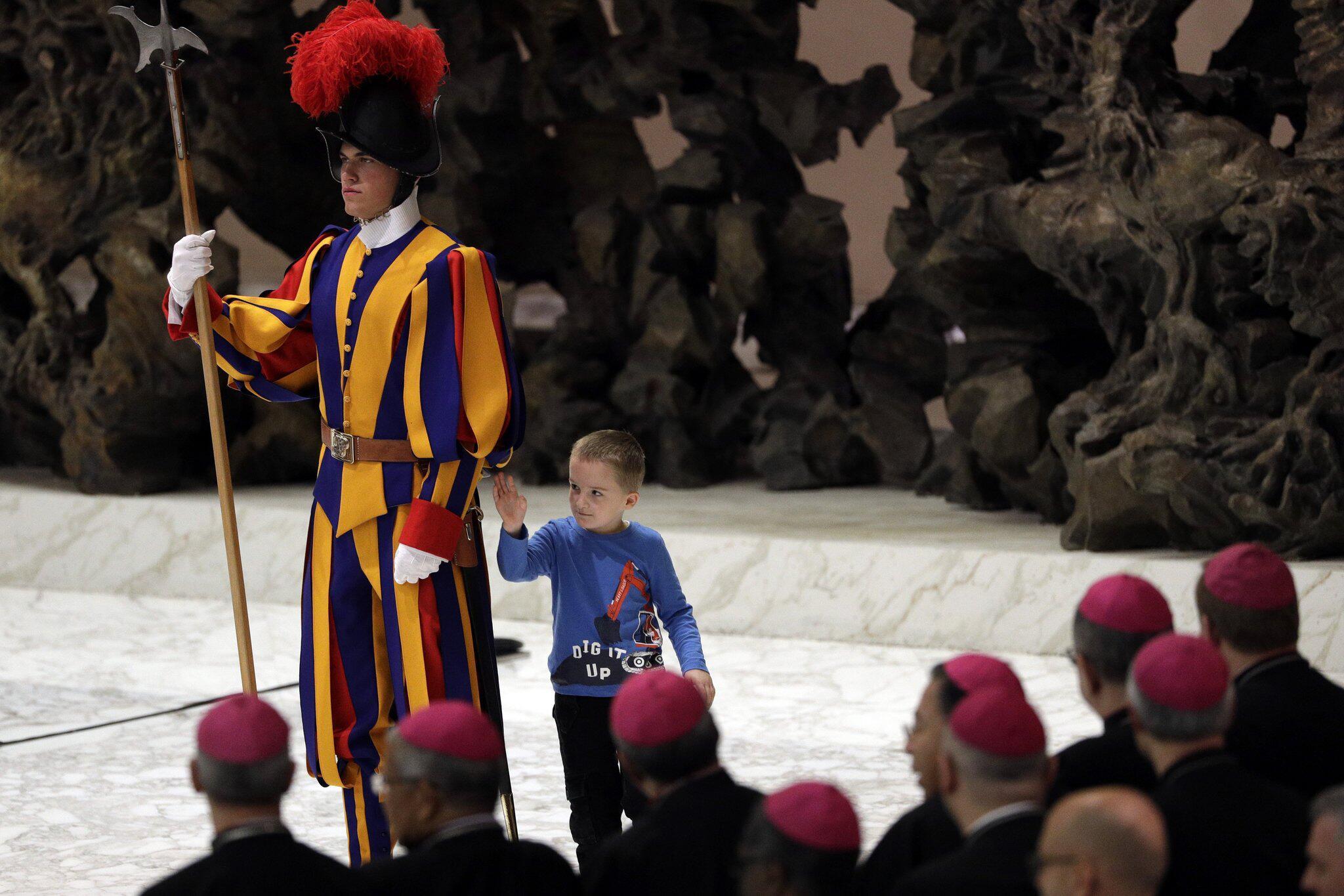 Bild zu Schweizer Garde, Schweizergarde, Papst, Vatikan, Kind