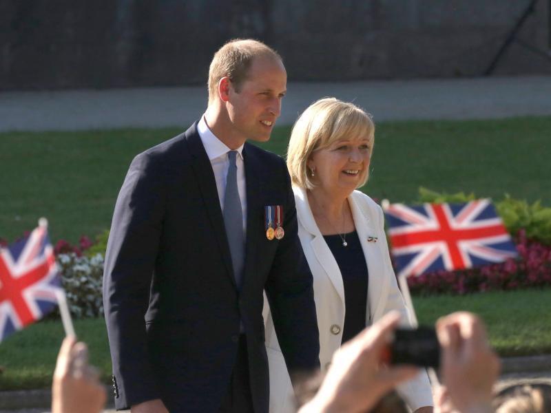 Bild zu Prinz William + Hannelore Kraft