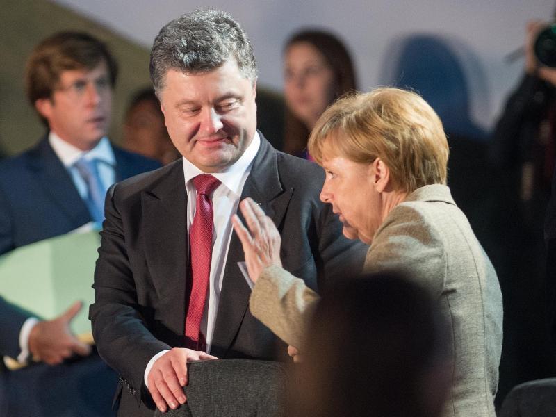Bild zu Petro Poroschenko und Angela Merkel