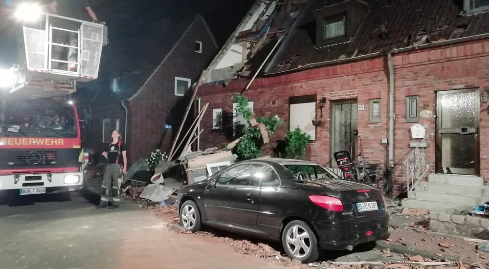 Unwetter, Bocholt, NRW, Nordrhein-Westfalen, Zerstörung, Auto, Tornado, Peugeot