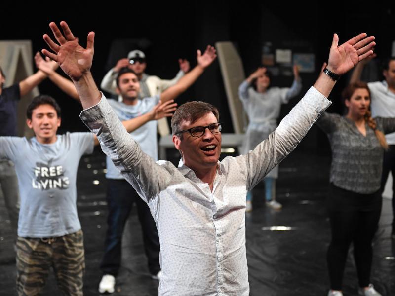 Bild zu Flüchtlinge auf der Theaterbühne