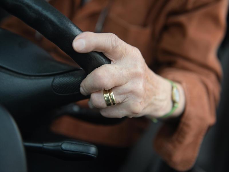 Bild zu Autofahren im Alter