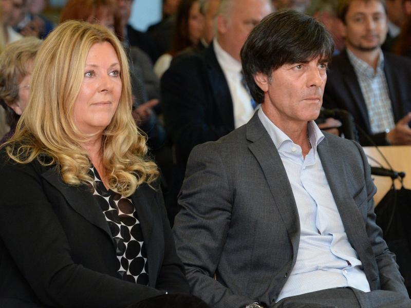 Bild zu Joachim Löw und Ehefrau Daniela