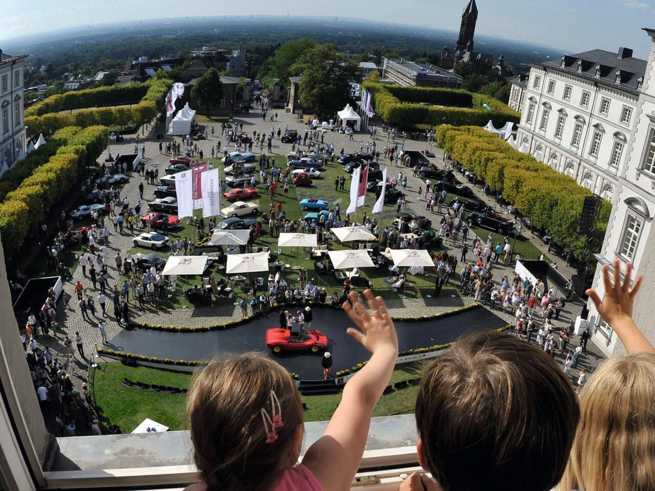 Bild zu Schloss Bensberg Classics: Begeisterndes Oldtimer-Event in prachtvollem Ambiente