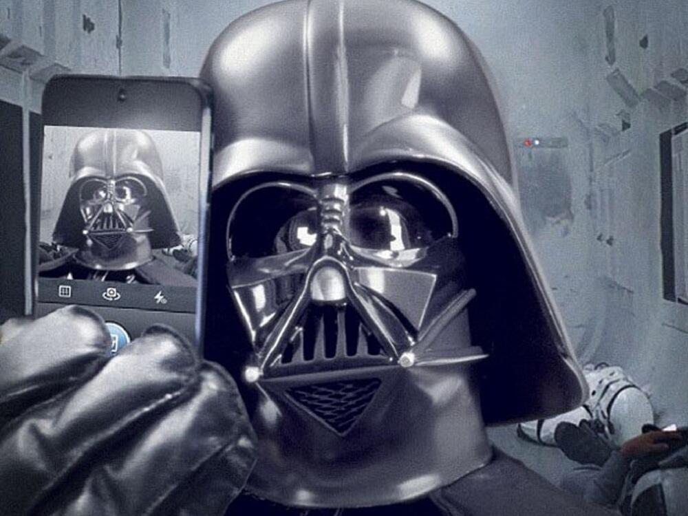 Bild zu Selfie von Darth Vader