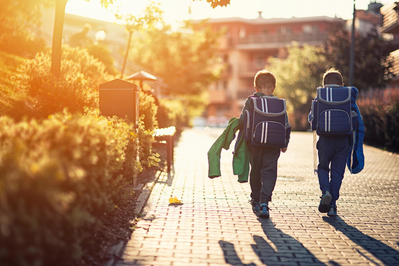 Bild zu schulranzen, einschulung, erstklässler, schule, ergobag, scout, mcneill, dakine, mädchen, jungen