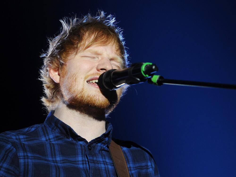 Bild zu Ed Sheeran auf der Bühne