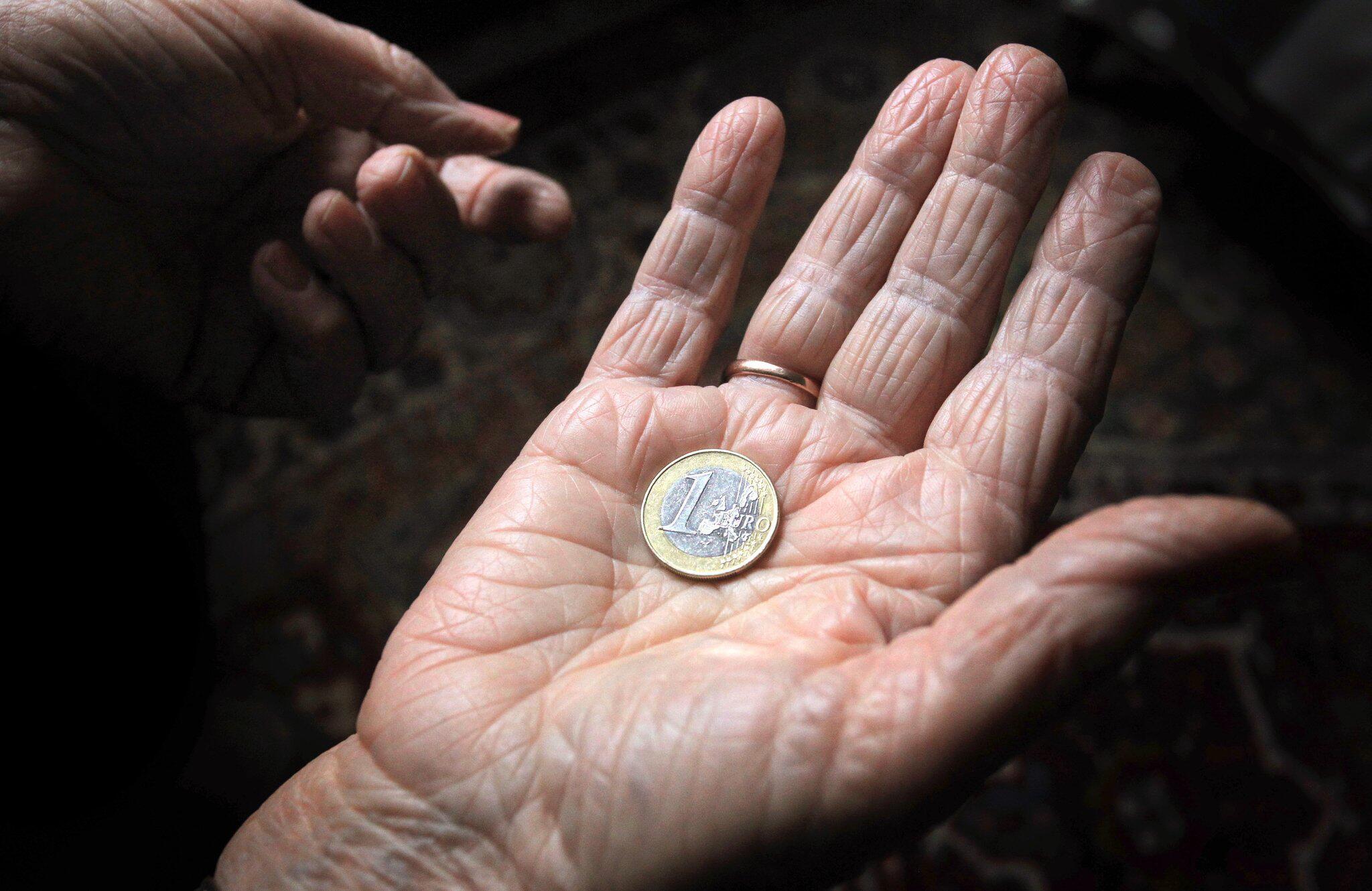 Bild zu Prozess: Rentnerin klaut vor Hunger
