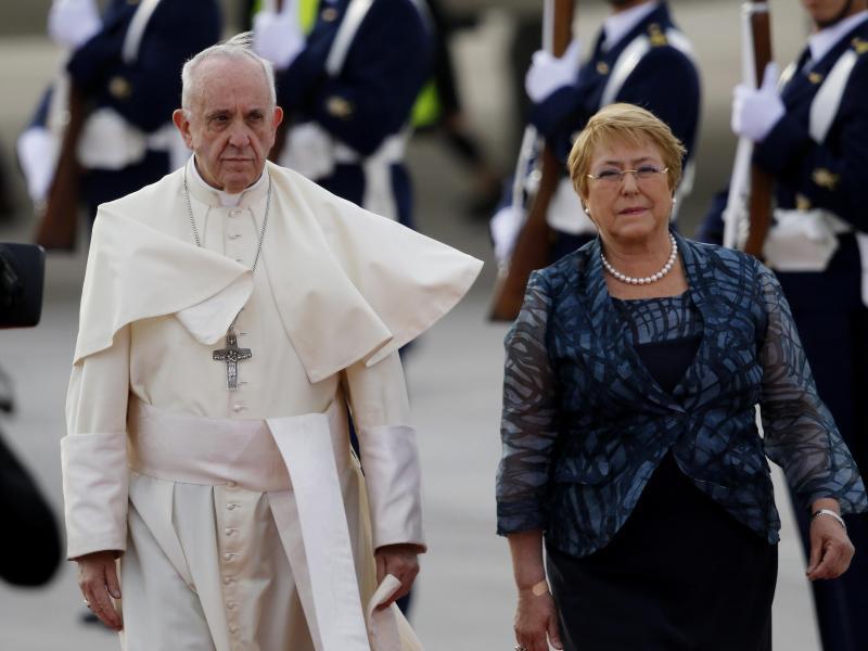 Bild zu Franziskus und Bachelet