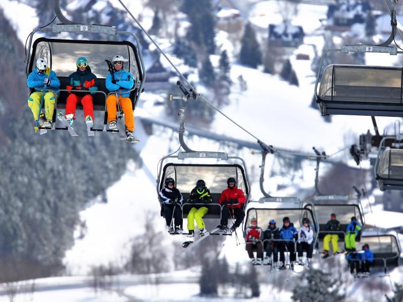 Bild zu Skifahrer im sächsichen Skigebiet
