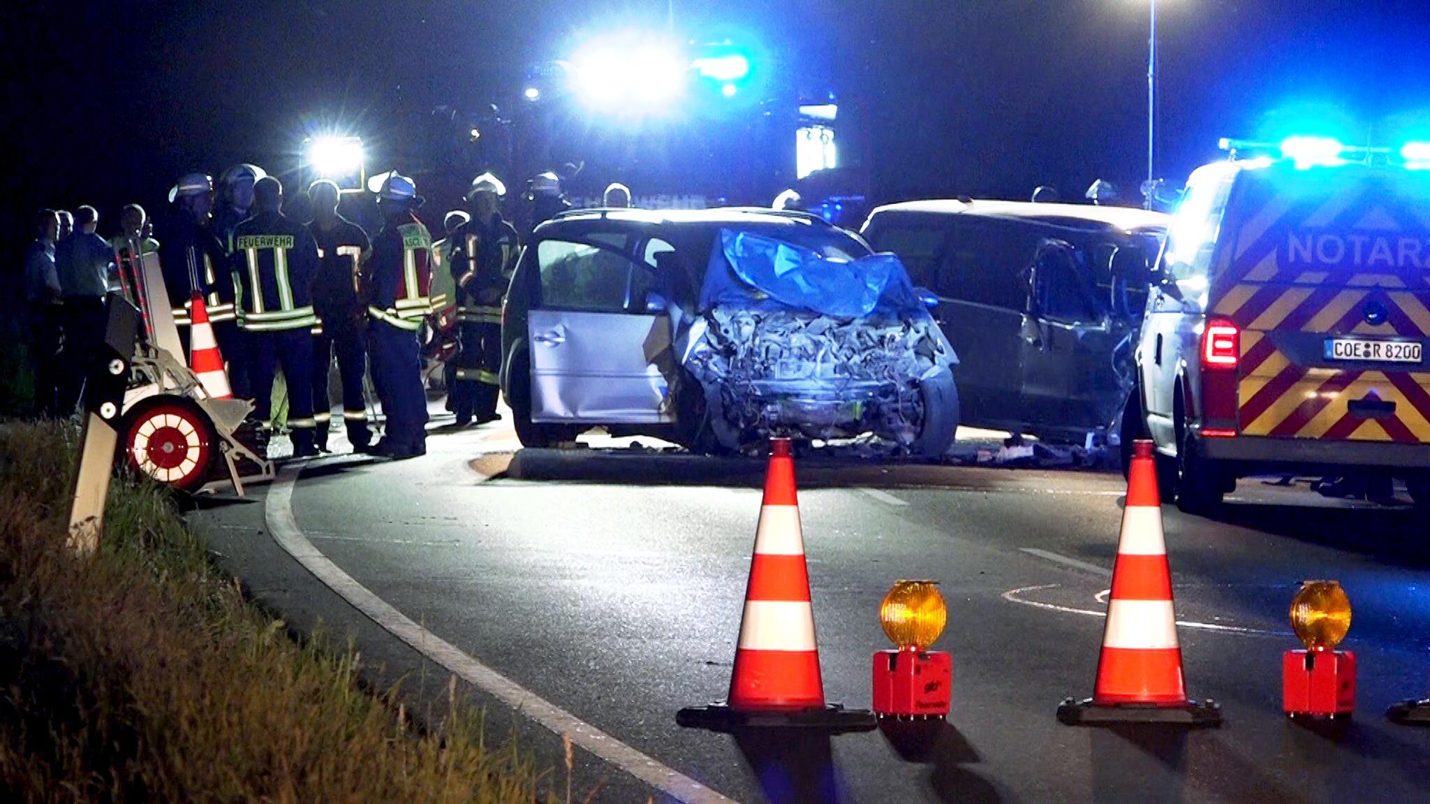 Bild zu Unfall mit fünf Schwerverletzten