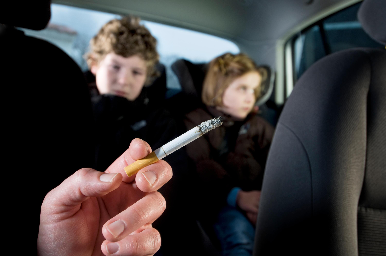 Bild zu Rauchen, Auto, Zigarette, Kinder, Schwangere, Verbot, Rauchverbot, Passivrauchen