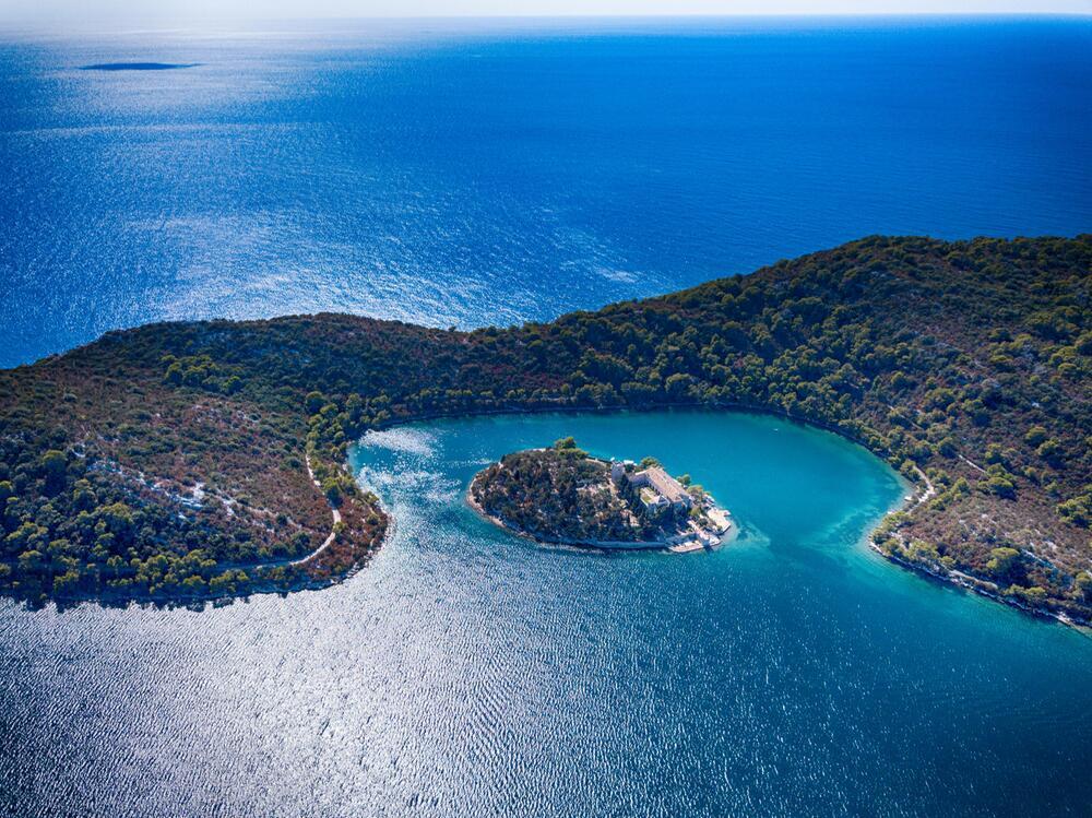Kroatien, Reise, Urlaub, Inseln, Corona, Pandemie, Traumstrand, Mittelmeer, Adria
