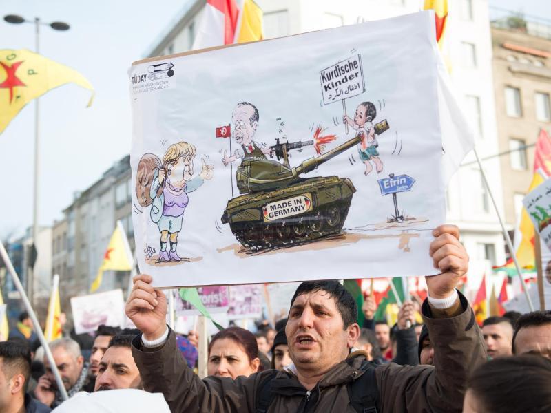 Bild zu Protest gegen deutsche Panzer