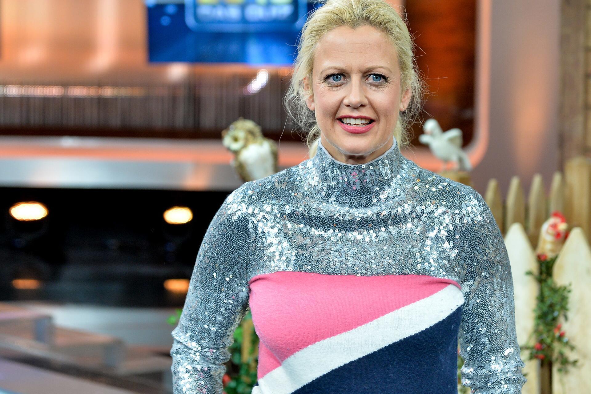 Bild zu Barbara Schöneberger, Outfit, spacig, Quiz
