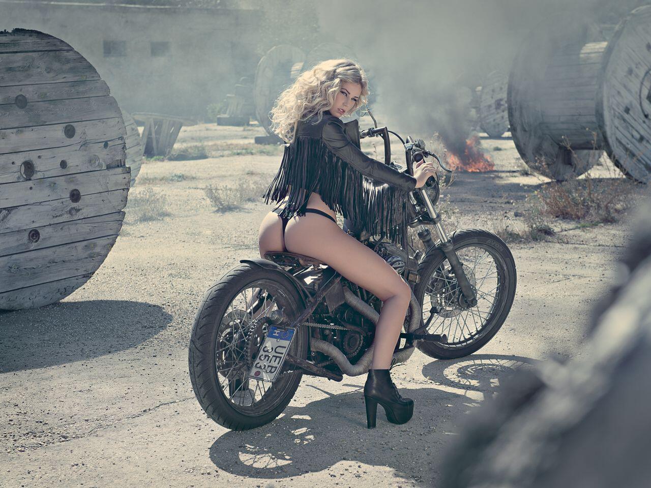 Bild zu Rock 'n' Roll, Baby: Leonie lässt es auf einem alten Militärflughafen krachen!