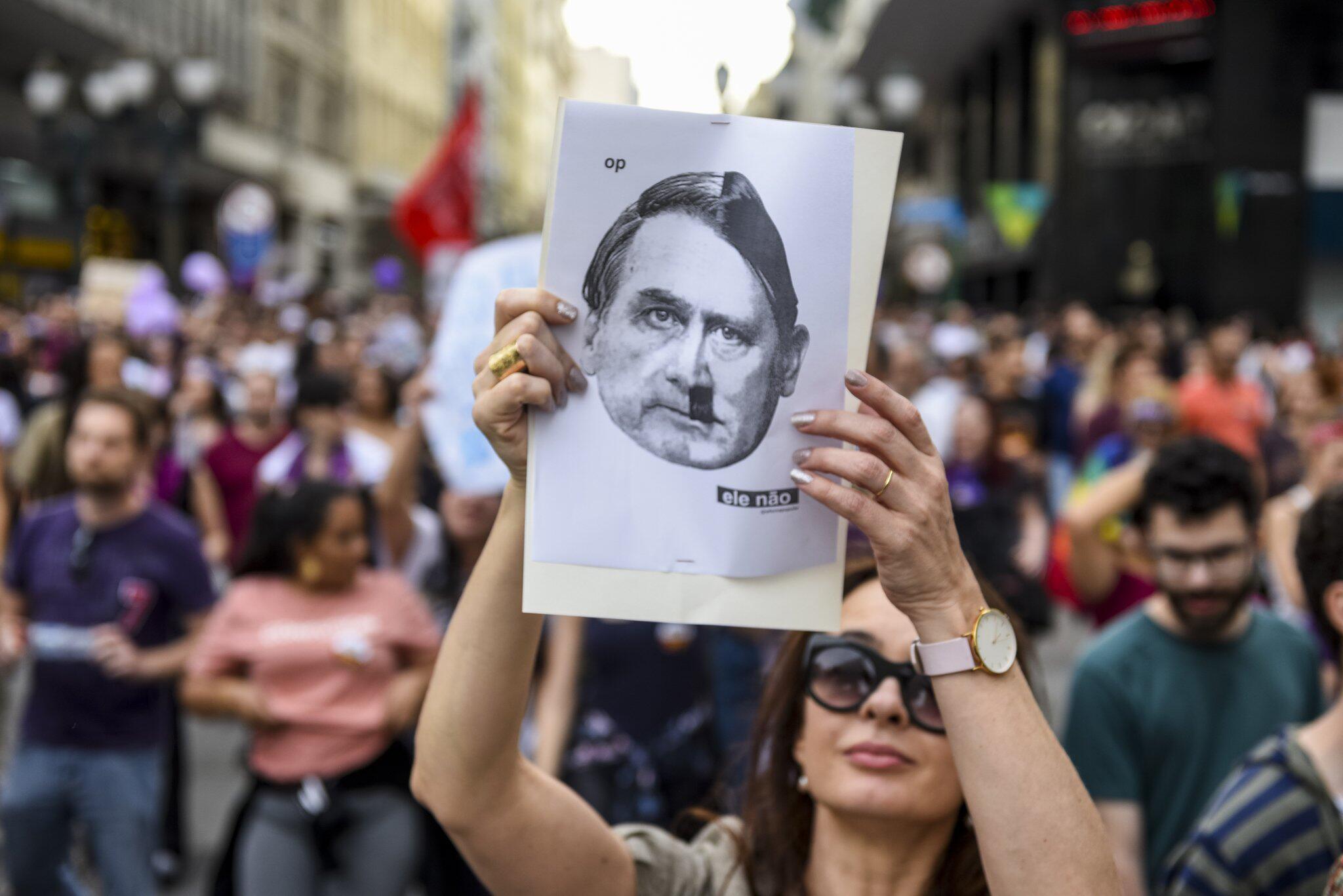 Bild zu Vor der Wahl in Brasilien: Protest gegen Bolsonaro