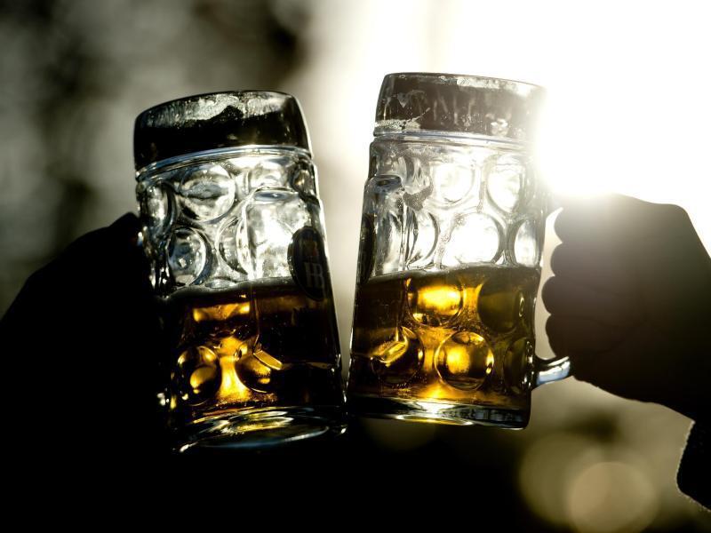 Bild zu Zwei Biergläser
