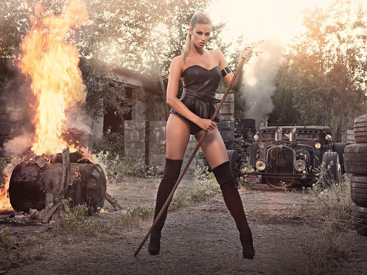 Bild zu Brennende Ölfässer, Ruinen und Autowracks: Der perfekte Ort für ein Date, oder nicht?