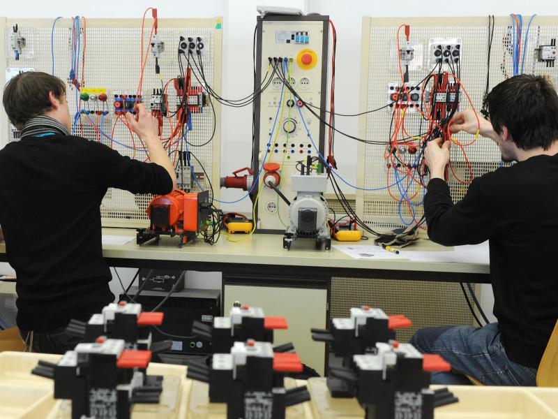 Bild zu Ausbildung zum Elektroniker