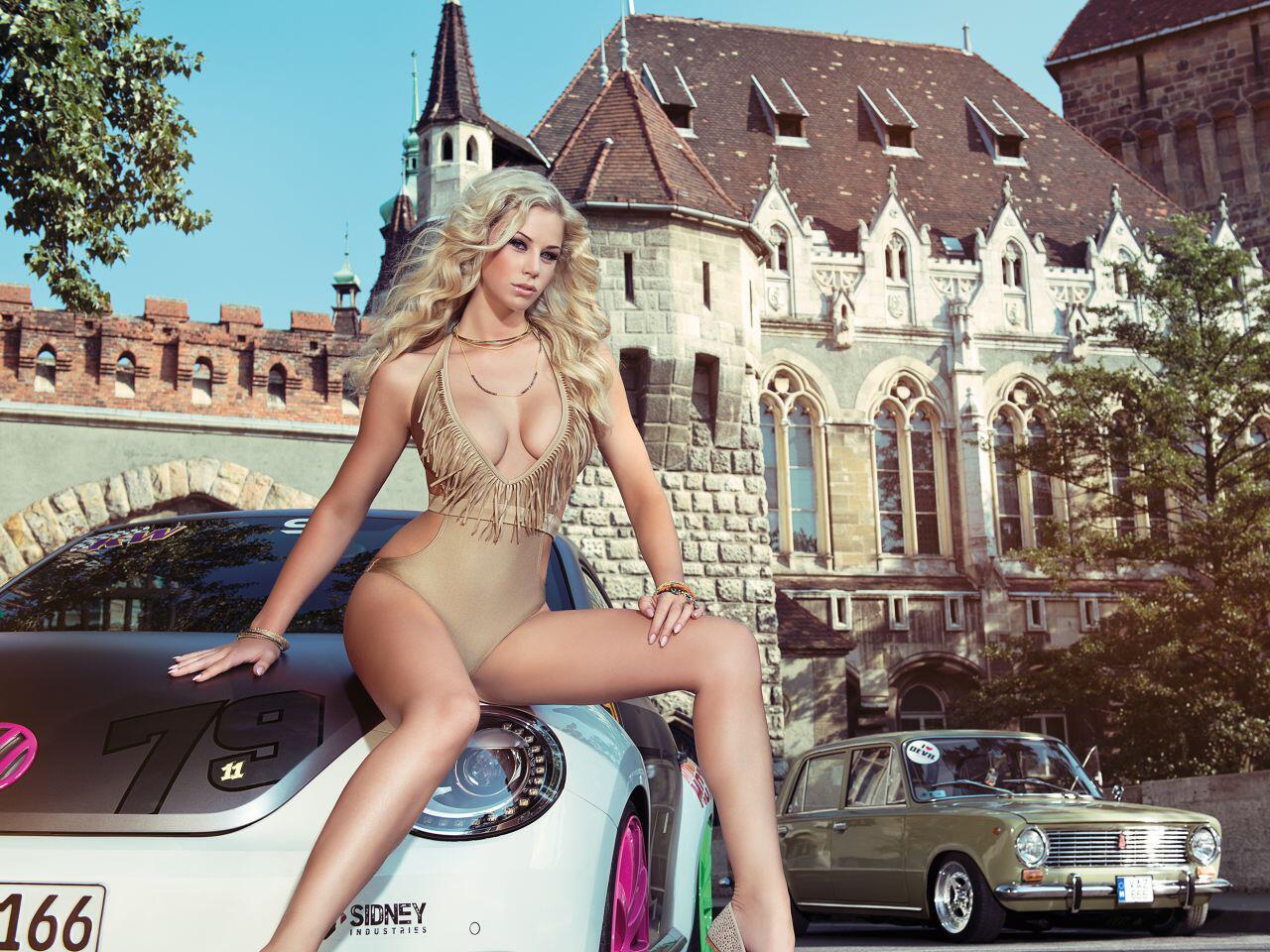 Bild zu Wer hat mehr zu bieten - Eine tausend Jahre alte Burg oder die sexy Miss Tuning?