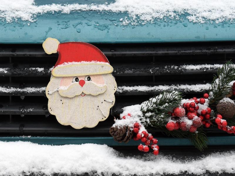 Bild zu Weihnachtsdeko am Auto