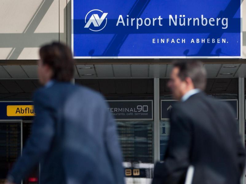 Bild zu Geschäftsreisende am Flughafen