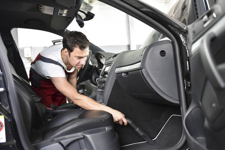 Bild zu Auto saugen