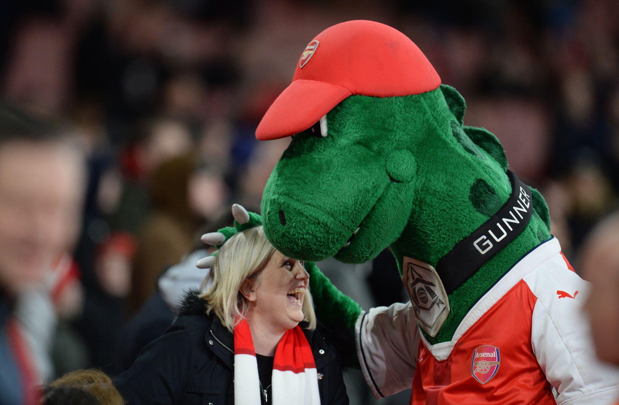 Bild zu FC Arsenal - Maskottchen «Gunnersaurus»