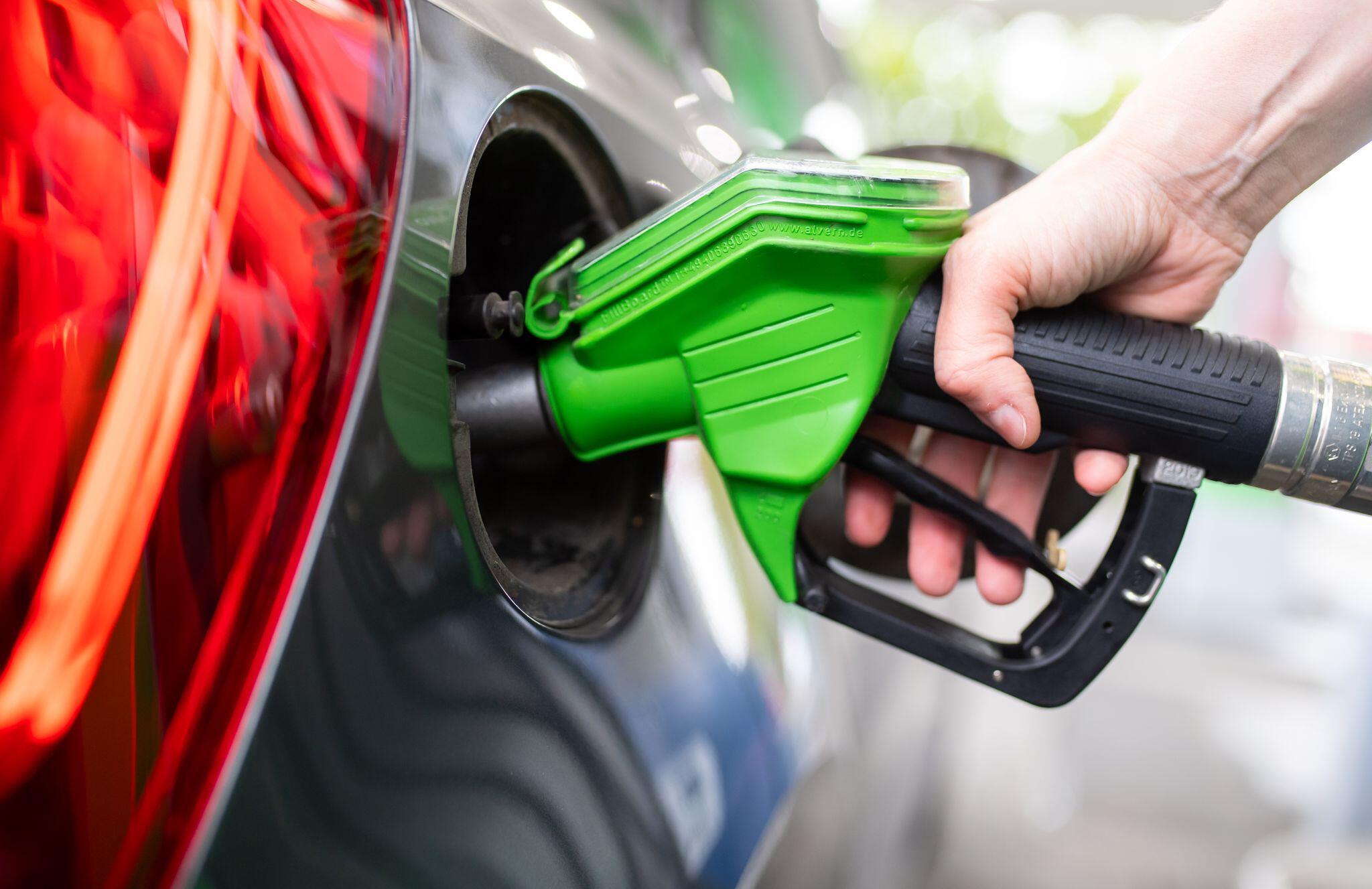 Bild zu Ölpreise steigen und ziehen Benzin und Diesel mit nach oben
