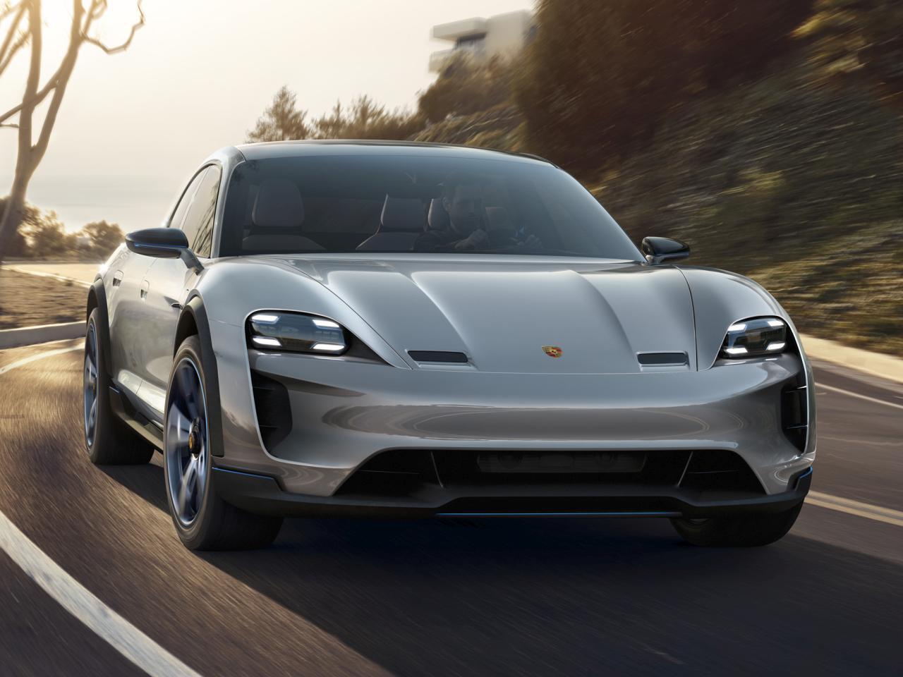 Bild zu Porsche Mission E Cross Turismo