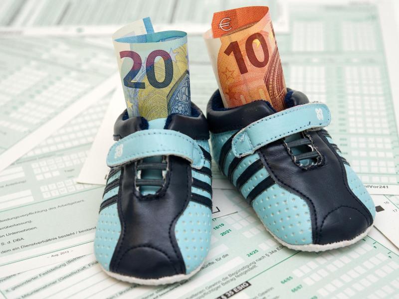 Bild zu Kindergeld steigt ab 2016