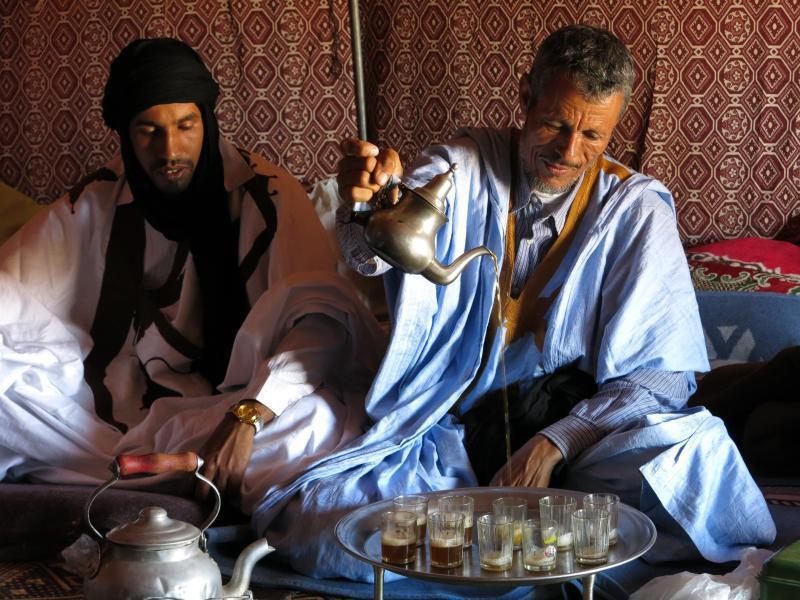 Bild zu Geschichten erzählen und Teetrinken