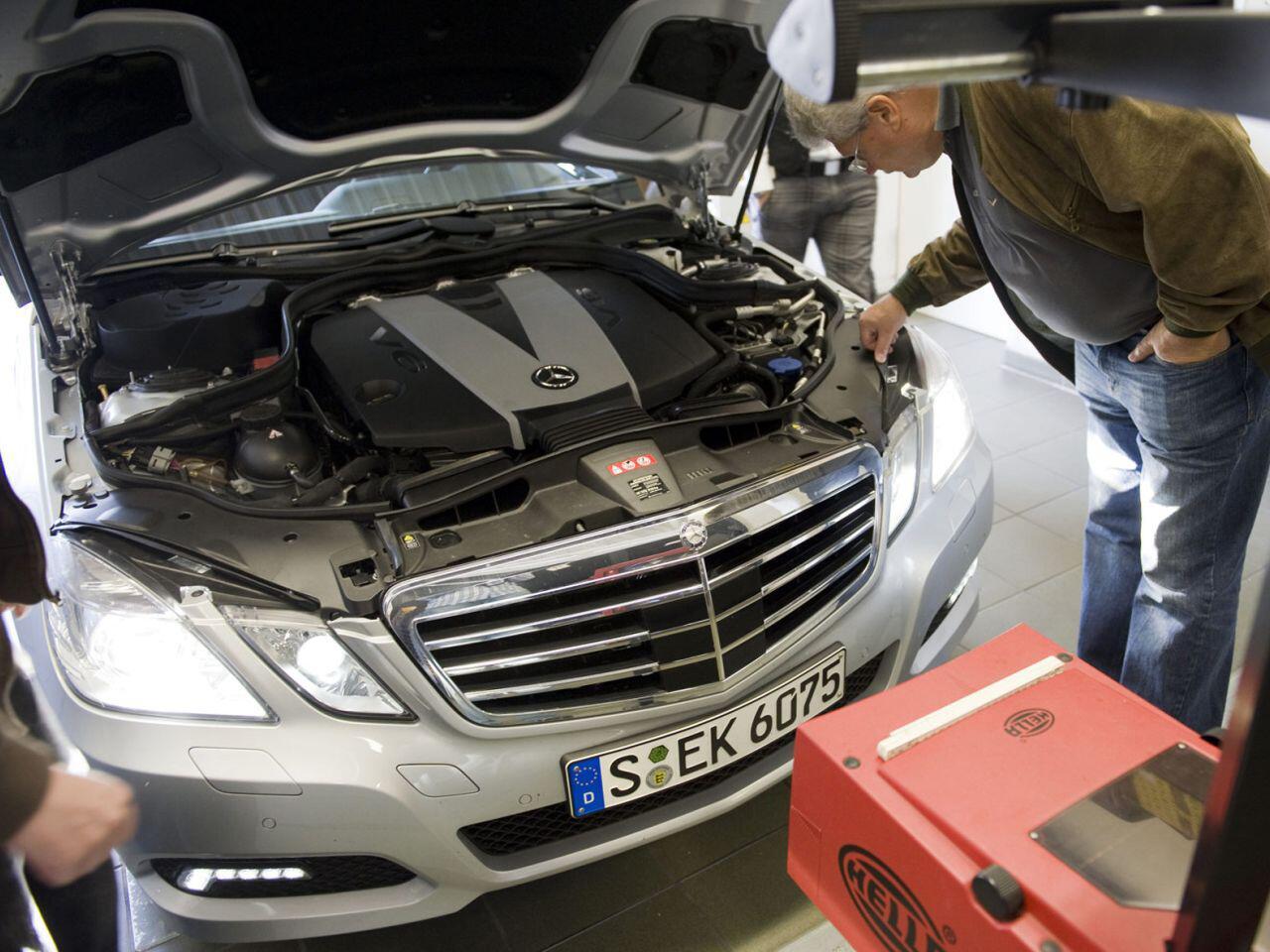 Bild zu Autolampen wechseln: Seit 2006 geht das wesentlich einfacher