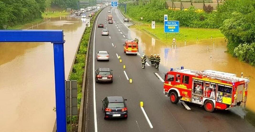 Bild zu Autobahn 30 nach Gewitter überflutet
