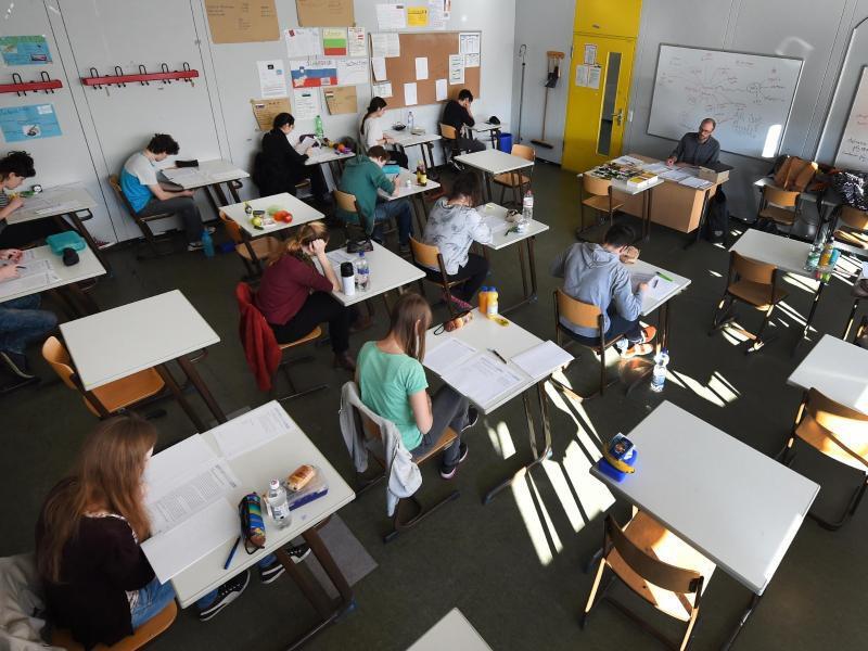 Bild zu Schüler bei Prüfungen