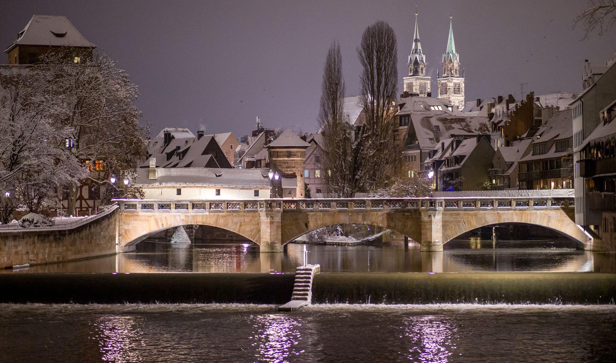 Bild zu Winterwetter - Schnee in Nürnberg